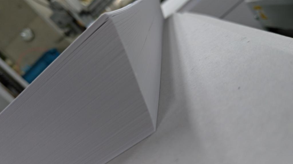 新入社員コラム:紙の綺麗で素早い整え方
